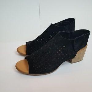 Korks black suede open-toe booties